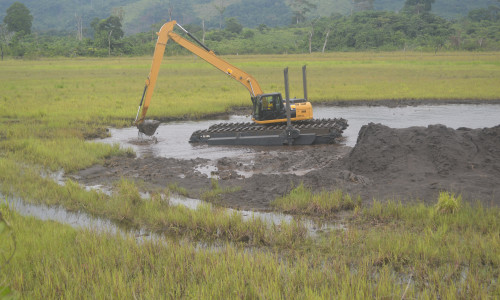 Swamp excavator in the Moulili river in Gabon